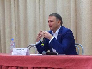 Глава управы Александр Мишаков провел встречу с жителями района. Фото: Мария Иванова