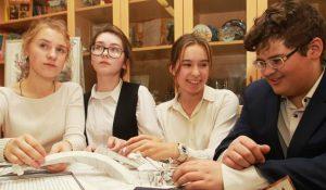 Ученики школы №1270 приняли участие во Всероссийском фестивале краеведческих объединений. Фото: Наталия Нечаева, «Вечерняя Москва»