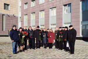 В УВД по ЦАО состоялась торжественная церемония возложения цветов к мемориальному комплексу павшим сотрудникам Управления. Фото: пресс-службы УВД по ЦАО