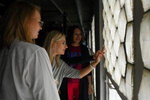 Ученики школы №1270 посетили выставку в музее имени Александра Пушкина. Фото: Александр Кожохин, «Вечерняя Москва»