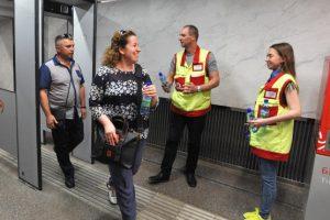 Воду из-за жары раздадут бесплатно пассажирам метро и МЦК. Фото: сайт мэра Москвы