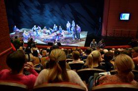 В Москве начали штрафовать театры за несоблюдение масочного режима. Фото: Анна Быкова