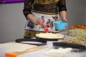 Московские пенсионеры научат молодых блогеров готовить блюда по своим рецептам. Фото: Антон Гердо, «Вечерняя Москва»