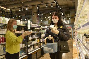Роспотребнадзор дал рекомендации по ношению масок в жару. Фото: Пелагия Замятина, «Вечерняя Москва»