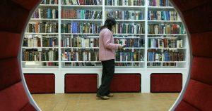 Дистанционный литературно-музыкальный вечер организуют сотрудники библиотеки №16. Фото: сайт мэра Москвы