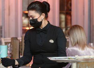Коды для посещения заведений общественного питания можно получить на сайте мэра Москвы. Фото: архив, «Вечерняя Москва»