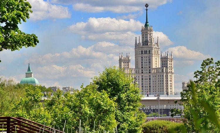 Пять машин еженедельно разыграют в Москве среди вакцинирующихся. Фото: Анна Быкова